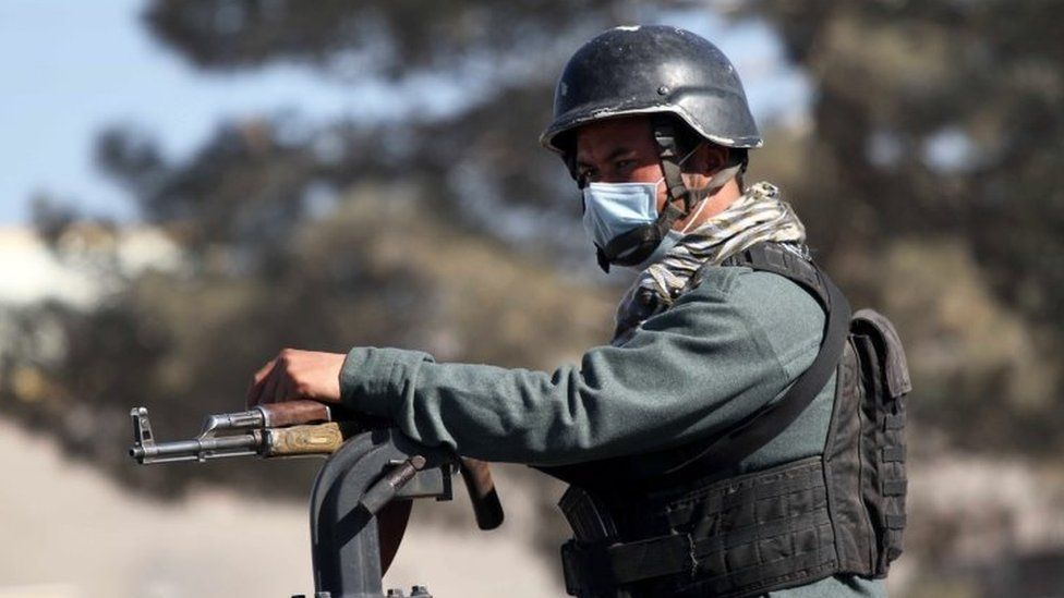 https: img.okezone.com content 2021 01 18 18 2346092 konflik-afghanistan-dua-hakim-tewas-ditembak-fYroBXCuFH.jpg