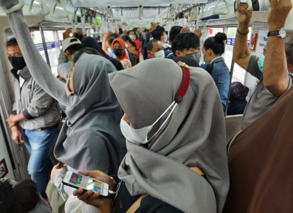 Penumpang Keluhkan Penumpukan di KRL Bogor-Jakarta, PPKM ...
