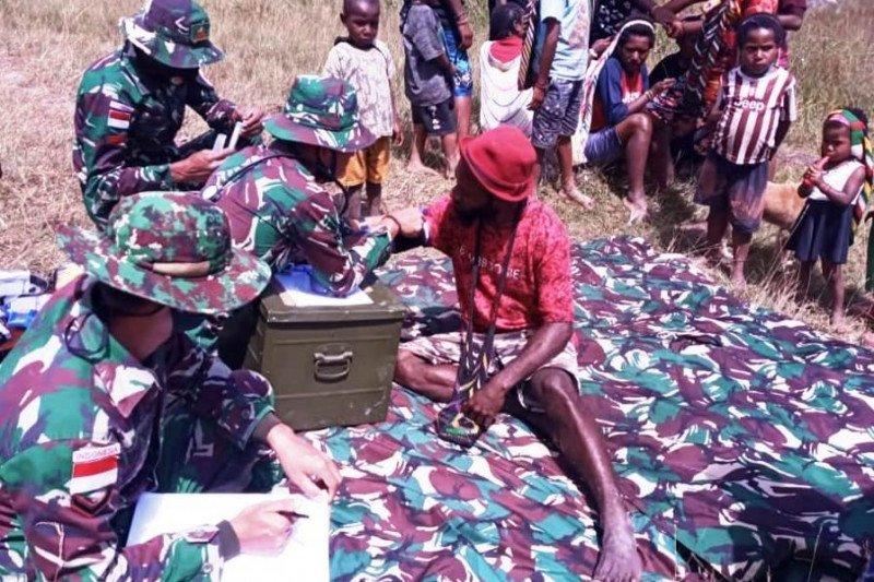 https: img.okezone.com content 2021 01 18 340 2346121 prajurit-tni-keliling-kampung-papua-obati-warga-Jpa0p9wkGX.jpeg