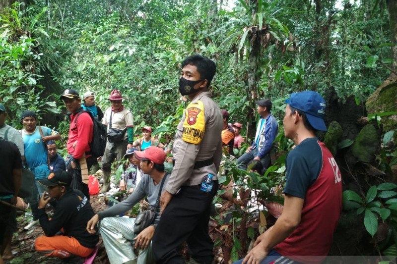 https: img.okezone.com content 2021 01 18 340 2346421 sudah-seminggu-warga-hilang-di-hutan-perbatasan-ri-malaysia-belum-ditemukan-O7TCnaTdeK.jpg