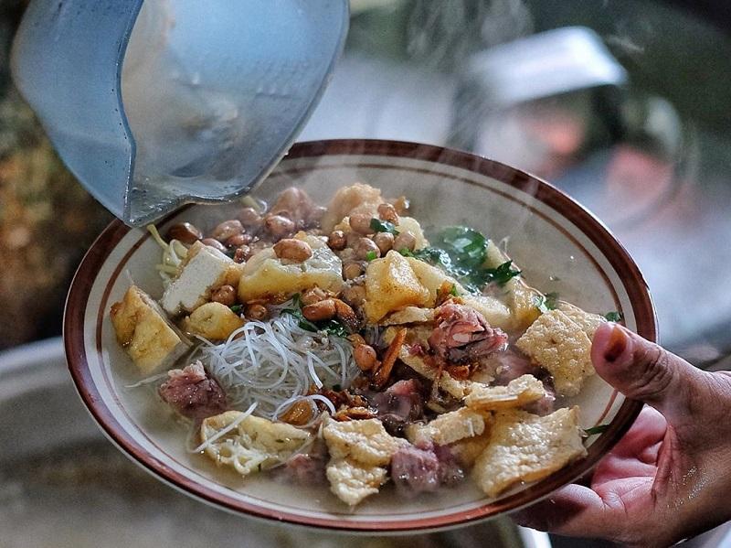 https: img.okezone.com content 2021 01 18 406 2346548 menjelajah-wisata-dan-pusat-kuliner-di-kota-solo-paling-murah-di-indonesia-LBG0y6pzqz.jpg