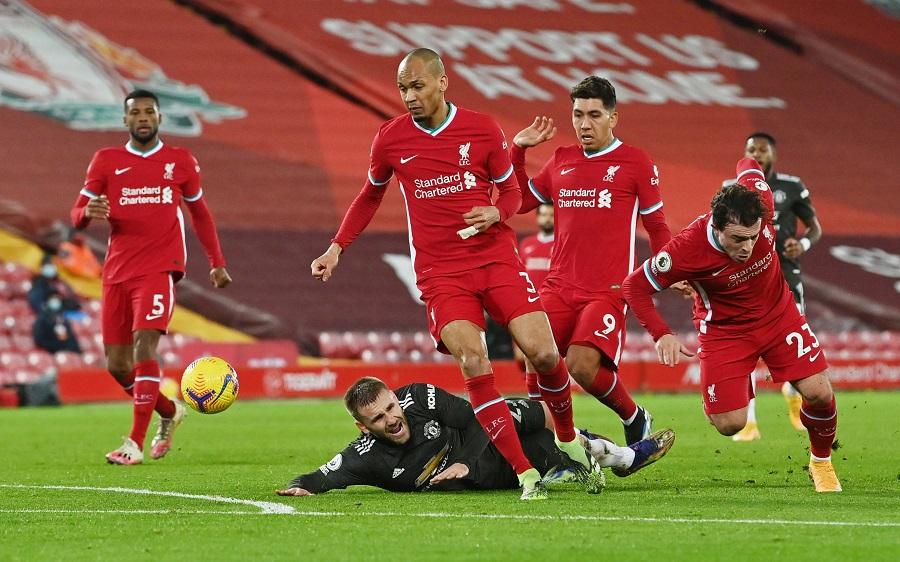 https: img.okezone.com content 2021 01 18 45 2346063 liverpool-vs-man-united-masih-tanpa-gol-pada-babak-pertama-RtmyFRyMY0.jpg