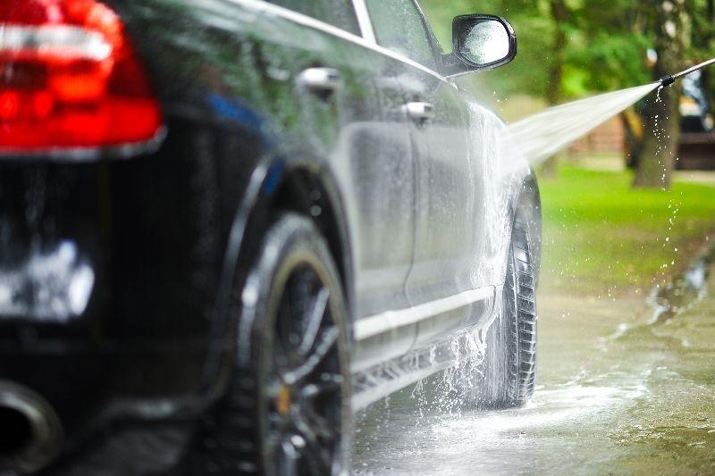 https: img.okezone.com content 2021 01 18 87 2346275 penting-perhatikan-ini-agar-mobil-tak-mudah-berkarat-saat-diguyur-hujan-fyCMfZP0Ku.jpg