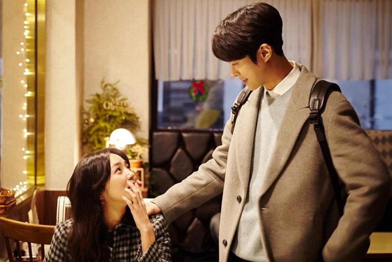 https: img.okezone.com content 2021 01 19 205 2347177 gong-myung-dan-chae-soo-bin-jadi-model-video-klip-lagu-baru-kyuhyun-XFmgM1VbgB.jpg
