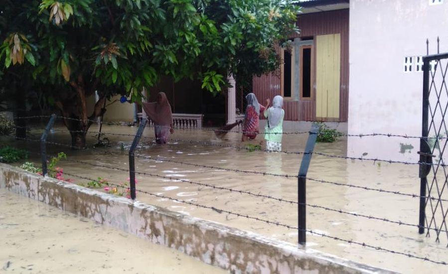 https: img.okezone.com content 2021 01 19 340 2346815 6-kecamatan-di-pidie-aceh-terdampak-banjir-1-080-warga-mengungsi-YgvFShGOIC.jpg