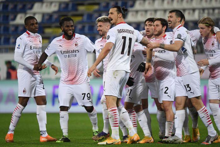 https: img.okezone.com content 2021 01 19 47 2346715 zlatan-ibrahimovic-dua-gol-ac-milan-sikat-cagliari-meski-dengan-10-pemain-qcJLpGdAjE.JPG