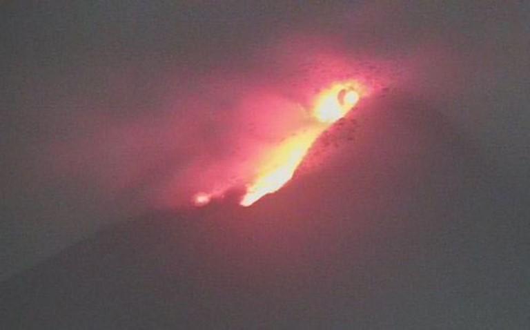 https: img.okezone.com content 2021 01 19 510 2346784 gunung-merapi-muntahkan-lava-pijar-30-kali-wOCtj0LRvb.jpg