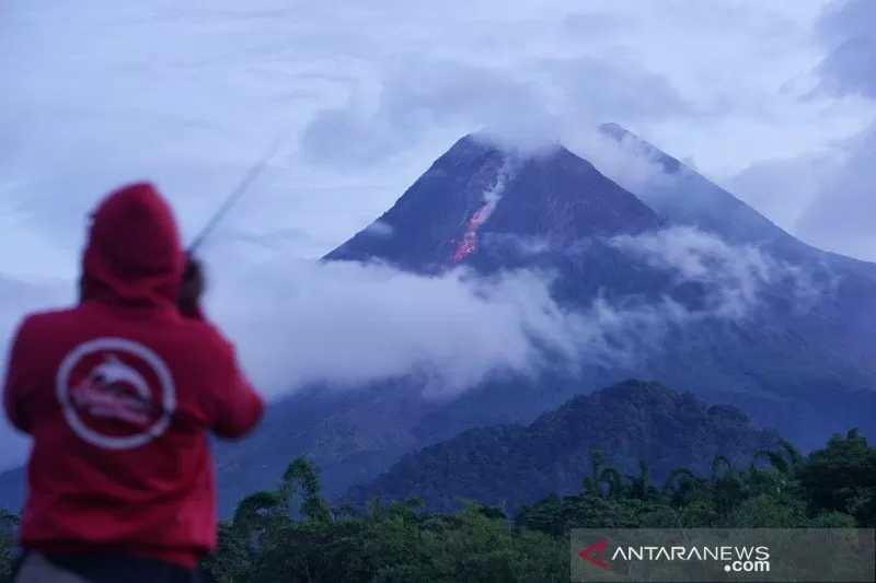 https: img.okezone.com content 2021 01 19 510 2347198 bpptkg-gunung-merapi-sudah-erupsi-efusif-sejak-4-januari-CEoOhAhvrA.jpg