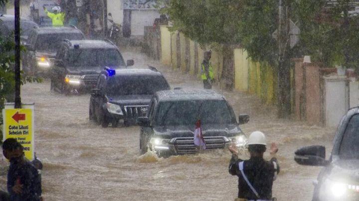 https: img.okezone.com content 2021 01 19 52 2346868 mengulik-toyota-land-cruiser-jokowi-yang-mampu-terobos-banjir-di-kalsel-jAcVtGK2r0.jpg