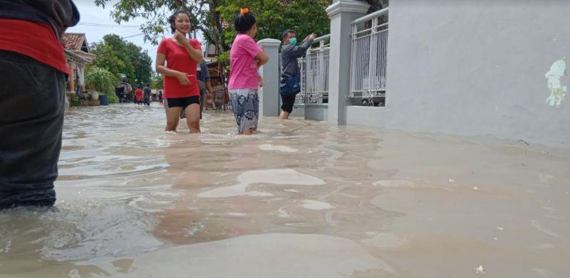 https: img.okezone.com content 2021 01 19 525 2347259 status-tanggap-darurat-banjir-di-cirebon-ditetapkan-selama-14-hari-FanzqQ2roz.jpg