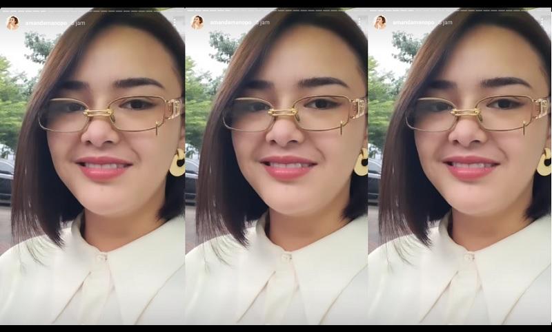https: img.okezone.com content 2021 01 20 194 2347434 amanda-manopo-manis-pakai-kacamata-rp4-juta-netizen-cantiknya-bu-dosen-32MTYIDzoo.jpg