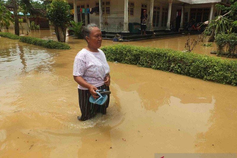 https: img.okezone.com content 2021 01 20 519 2347440 jember-diterjang-banjir-dan-longsor-8-kecamatan-butuh-bantuan-AlXYmXZRtZ.jpeg
