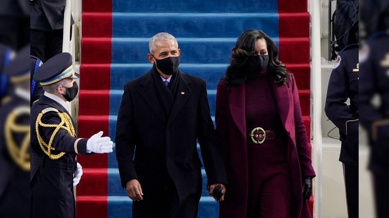 https: img.okezone.com content 2021 01 21 194 2348330 overcoat-ungu-michelle-obama-di-pelantikan-presiden-as-panen-pujian-NHYlTr8KUP.jpg
