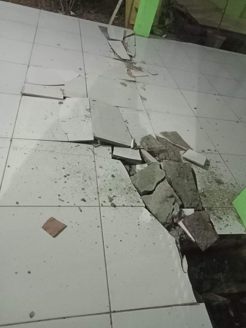 https: img.okezone.com content 2021 01 21 340 2348657 gempa-sulut-m-7-1-akibatkan-kerusakan-rsud-talaud-RVSlR783VS.jpg