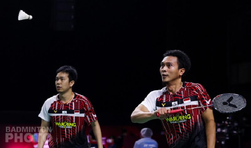 https: img.okezone.com content 2021 01 21 40 2348636 menangi-perang-saudara-ahsan-hendra-tembus-perempatfinal-thailand-open-2021-j4bpIIt4nM.jpg