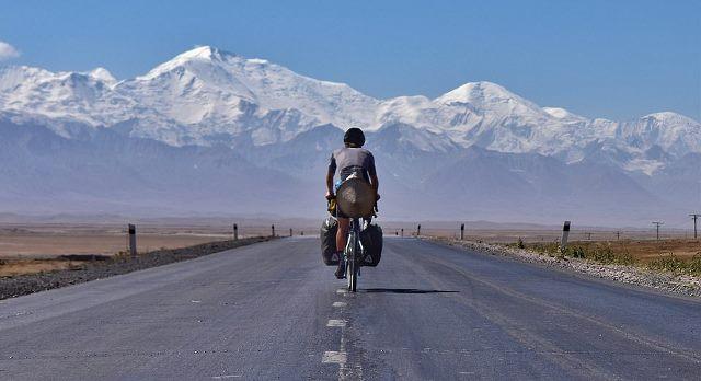 https: img.okezone.com content 2021 01 21 612 2348517 luar-biasa-pria-ini-pulang-ke-inggris-naik-sepeda-yang-dibeli-di-china-yMhZ9TE39X.jpeg