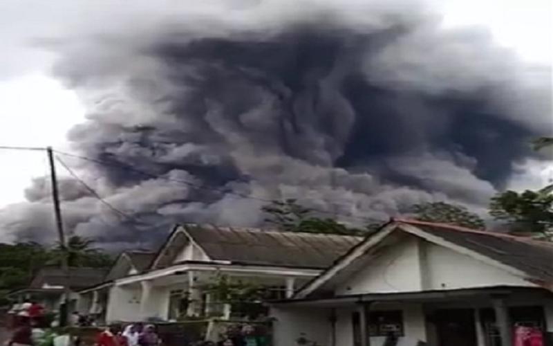 https: img.okezone.com content 2021 01 21 65 2348521 aktivitas-vulkanik-sejumlah-gunung-terus-meningkat-ini-kata-pakar-itb-vv5LxjMohp.jpg