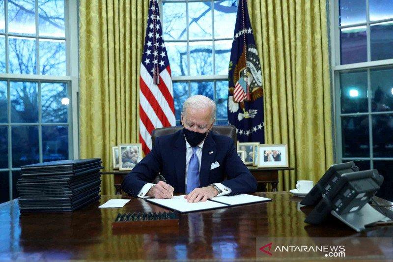 https: img.okezone.com content 2021 01 22 18 2348778 beragam-komentar-dan-harapan-massa-usai-joe-biden-resmi-jadi-presiden-as-P57EVELvgo.jpg