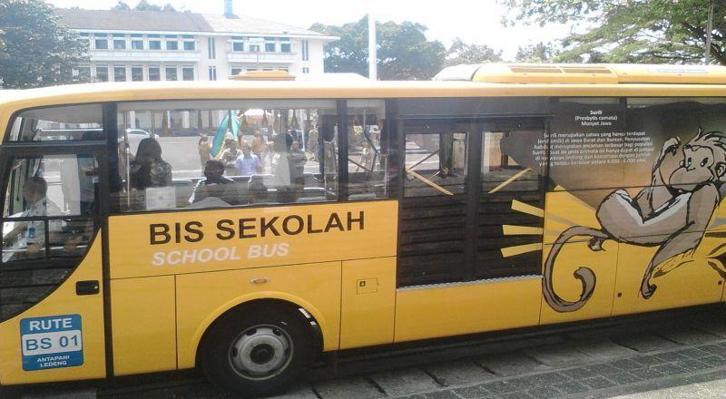 https: img.okezone.com content 2021 01 22 338 2348959 bus-sekolah-dikerahkan-jemput-pasien-covid-19-di-jakarta-cWHKAQVeLb.jpg