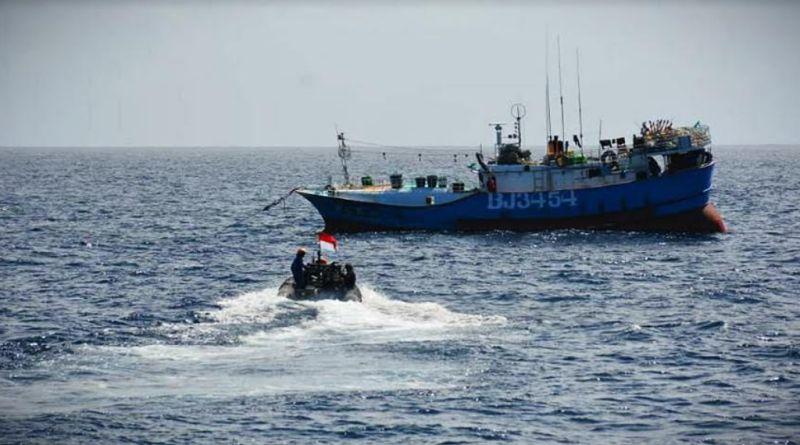 https: img.okezone.com content 2021 01 22 340 2349336 tni-al-tangkap-kapal-ikan-asing-berbendera-taiwan-di-laut-natuna-utara-3veLhnJmkn.jpg