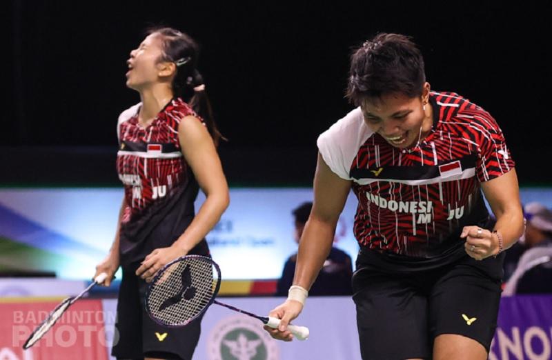 https: img.okezone.com content 2021 01 22 40 2349066 hajar-pasangan-denmark-greysia-apriyani-melenggang-ke-semifinal-thailand-open-2021-0zzawVvw9x.jpg