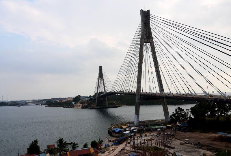 https: img.okezone.com content 2021 01 22 408 2348863 menikmati-pemandangan-kota-batam-dari-barelang-bridge-instagramable-yJp1T0AOtE.jpg