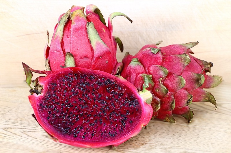 https: img.okezone.com content 2021 01 22 481 2349016 6-manfaat-buah-naga-merah-untuk-diet-turunkan-berat-badan-ONfuIHXGVm.jpg