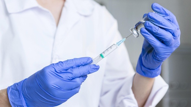 https: img.okezone.com content 2021 01 22 481 2349112 mengenal-syok-anafilaktif-efek-samping-vaksin-covid-19-pfizer-dan-moderna-eJwwaJi39l.jpg