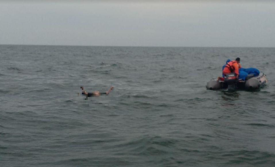 https: img.okezone.com content 2021 01 22 525 2349308 jasad-pria-dengan-kuku-berkutek-ditemukan-mengambang-di-laut-5LtLGbYw4R.jpg
