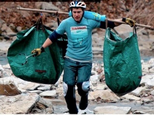https: img.okezone.com content 2021 01 22 612 2349341 viral-pelari-setiap-pagi-bersihkan-kali-kumpulkan-ribuan-kilogram-sampah-vfGmWqq5va.jpg