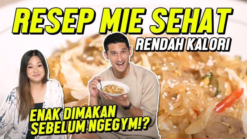 https: img.okezone.com content 2021 01 23 298 2349412 j-ryan-karsten-ajak-becca-top-7-masterchef-indonesia-masak-mie-diet-seperti-apa-ya-NGjliWGSoZ.jpg