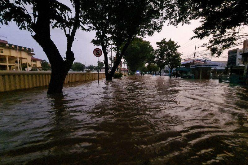 https: img.okezone.com content 2021 01 23 340 2349418 banjir-manado-3-warga-meninggal-dan-satu-orang-hilang-lmtN4sh3Xw.jpg