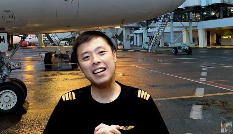 https: img.okezone.com content 2021 01 23 406 2349512 kalau-pesawat-kecelakan-apa-yang-diselamatkan-duluan-ini-jawaban-kapten-vincent-raditya-gayxXu8W6F.jpg