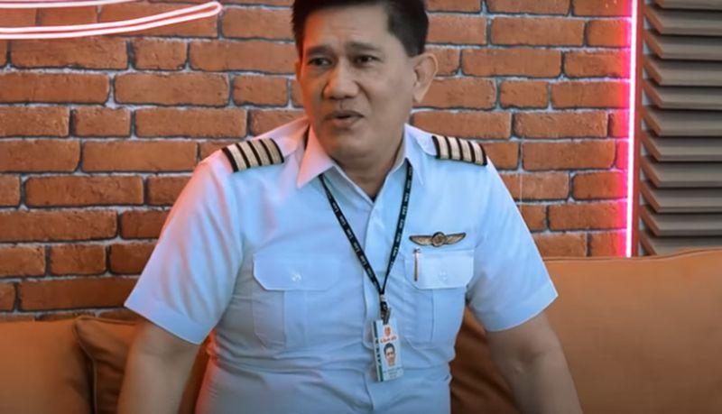 https: img.okezone.com content 2021 01 23 406 2349587 tanggapi-ramalan-mbak-you-soal-pesawat-jatuh-kapten-edward-limbong-dukun-palsu-79qEJCAsNy.jpg