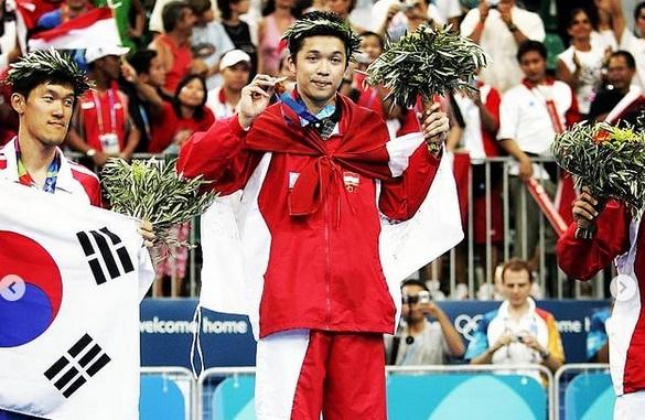 https: img.okezone.com content 2021 01 23 43 2349577 5-atlet-muslim-yang-punya-pengaruh-besar-di-dunia-olahraga-nomor-1-dari-indonesia-11Y3CXar2J.jpg