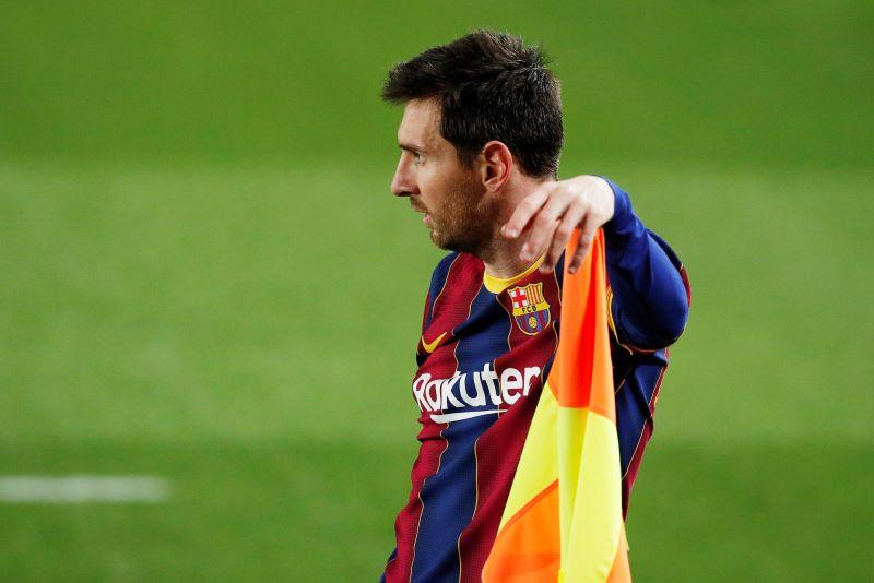 https: img.okezone.com content 2021 01 23 51 2349380 lionel-messi-tak-masuk-team-of-the-year-fifa-21-fans-barcelona-murka-ckBY3vohBq.JPG
