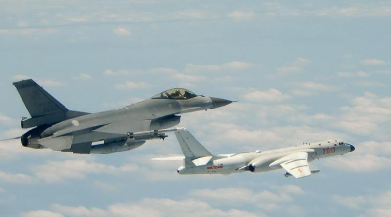https: img.okezone.com content 2021 01 24 18 2349821 12-pesawat-tempur-china-masuki-zona-pertahanan-taiwan-UUeJ9dip05.jpg