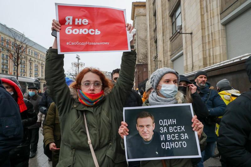 https: img.okezone.com content 2021 01 24 18 2349896 ribuan-demonstran-pendukung-navalny-ditangkap-di-rusia-koGTYsykeK.jpg