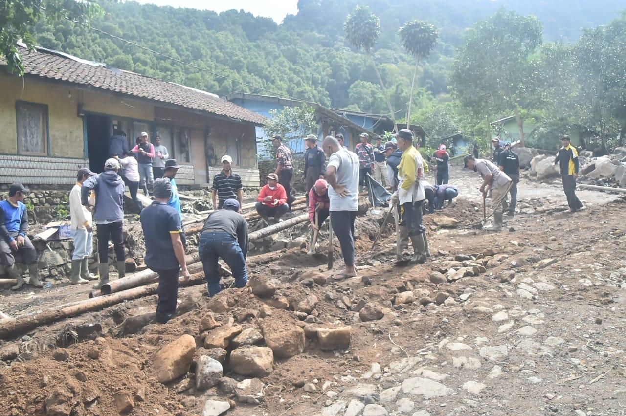 https: img.okezone.com content 2021 01 24 338 2349891 pengungsi-banjir-bandang-puncak-mulai-pulang-ke-rumah-cZqskNKTAn.jpg