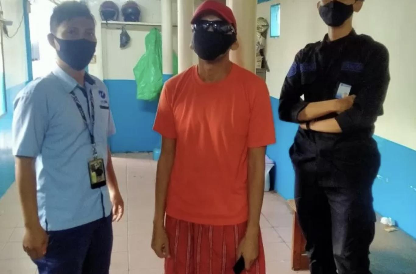 https: img.okezone.com content 2021 01 24 338 2350037 pencuri-hand-sanitizer-di-bus-transjakarta-ditangkap-H6ZtfPOqeM.jpeg