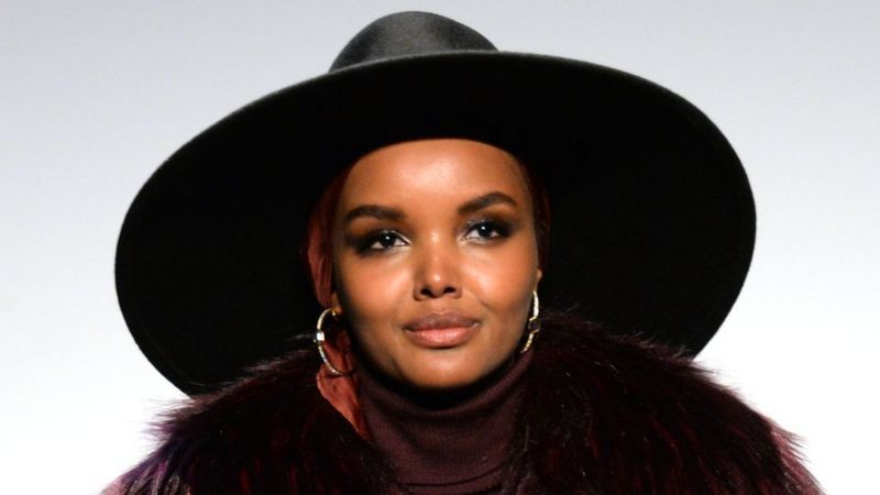 https: img.okezone.com content 2021 01 24 617 2349977 supermodel-hijab-pamit-mundur-halima-aden-mental-saya-tak-bahagia-0BIaswrJWF.jpg