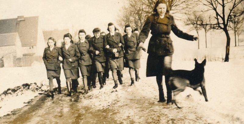 https: img.okezone.com content 2021 01 25 18 2350112 kisah-para-perempuan-penyiksa-di-kamp-nazi-korban-sulit-membayangkan-mereka-bisa-sekejam-itu-M25LR4SsDc.jpg
