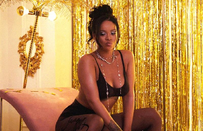 https: img.okezone.com content 2021 01 25 194 2350142 rihanna-tampil-sensual-berbalut-lingerie-hitam-terbaru-Cwsb9nMWpI.jpg