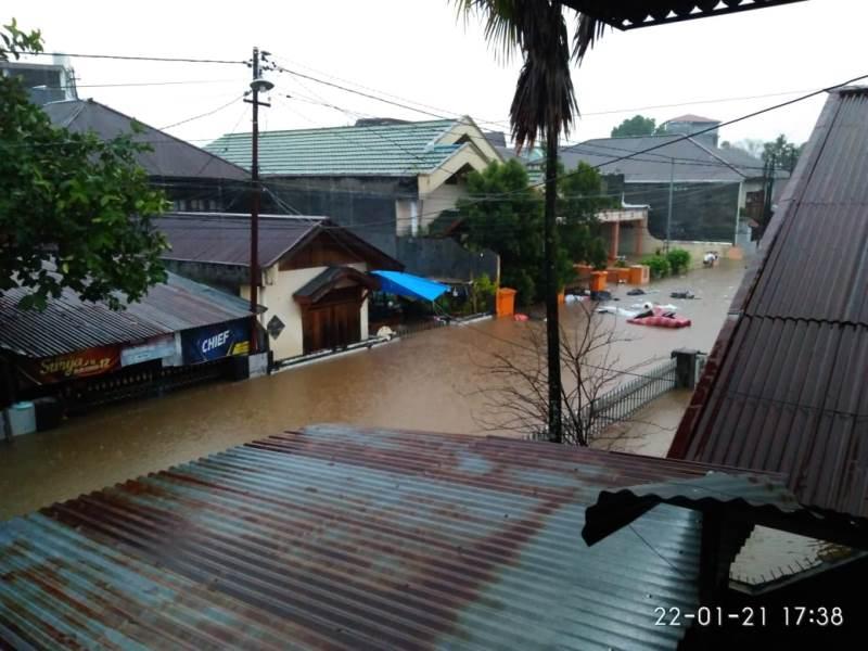 https: img.okezone.com content 2021 01 25 337 2350447 bnpb-2-orang-meninggal-dampak-banjir-di-manado-M1VJRulcY5.jpg