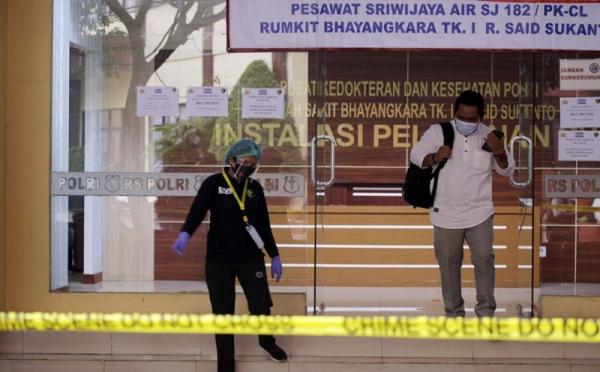 https: img.okezone.com content 2021 01 25 337 2350639 53-korban-sriwijaya-air-teridentifikasi-46-jenazah-diserahkan-ke-pihak-keluarga-V44CDFa7NW.jpg