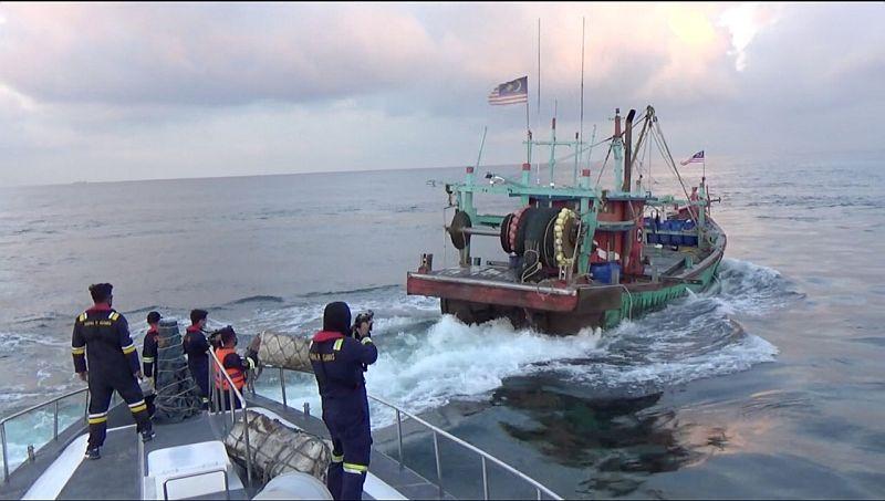 Kejar-kejaran, KKP Tangkap 2 Kapal Maling Ikan Berbendera Malaysia