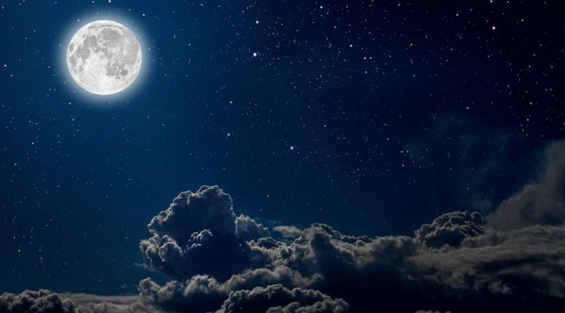 https: img.okezone.com content 2021 01 26 330 2351116 rahasia-langit-dan-bulan-yang-tertuang-dalam-al-qur-an-kuMa5nmD2w.jpg