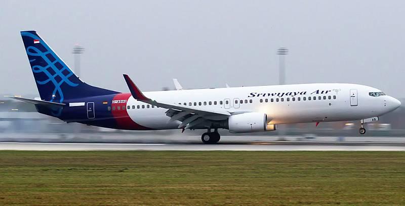 https: img.okezone.com content 2021 01 26 337 2350936 sriwijaya-air-jatuh-dpr-desak-menhub-budi-karya-evaluasi-industri-penerbangan-zewt4hIGZw.jpg