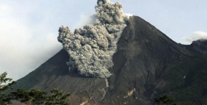 https: img.okezone.com content 2021 01 26 340 2351004 gunung-merapi-4-kali-semburkan-awan-panas-dan-40-kali-lava-pijar-ggu0XtCRet.jpg