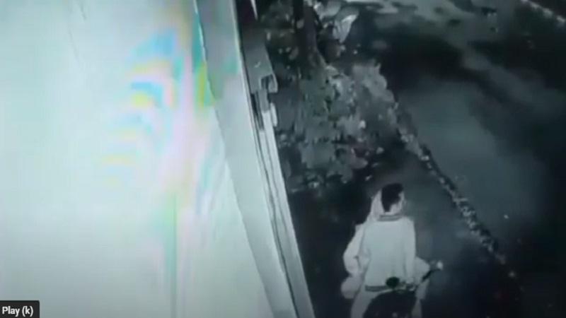 https: img.okezone.com content 2021 01 26 340 2351099 video-sepasang-kekasih-mesum-di-atas-sepeda-motor-viral-di-tasikmalaya-gTFTfeR2m4.jpg